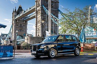 Στους δρόμους του Παρισιού το 2019 τα μαύρα ταξί του Λονδίνου