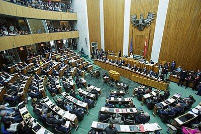 Αυστρία: Το Κόμμα των Ελευθέρων ζητά αποζημίωση για τα έξοδα επαναληπτικών εκλογών του 2016, που το ίδιο είχε προκαλέσει