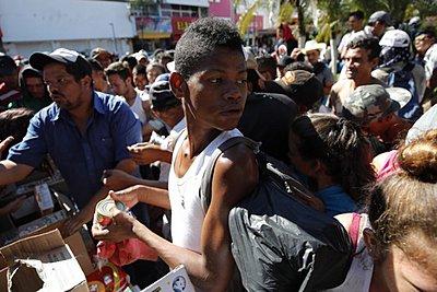 ΟΗΕ: Περισσότεροι από 7.000 άνθρωποι στο «καραβάνι» των μεταναστών προς τις ΗΠΑ