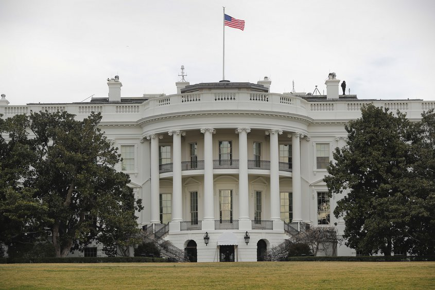 ΗΠΑ: Ο Λευκός Οίκος θα καθυστερήσει την απόφαση για την επιβολή δασμών στις εισαγωγές αυτοκινήτων