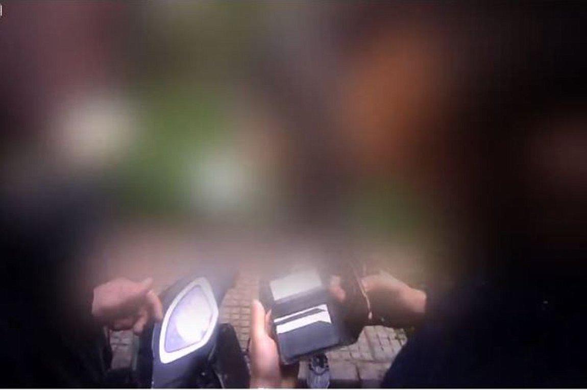 Βίντεο Ρουβίκωνα: «Εγκλώβισαν» αστυνομικούς και έκαναν έλεγχο στις ταυτότητές τους