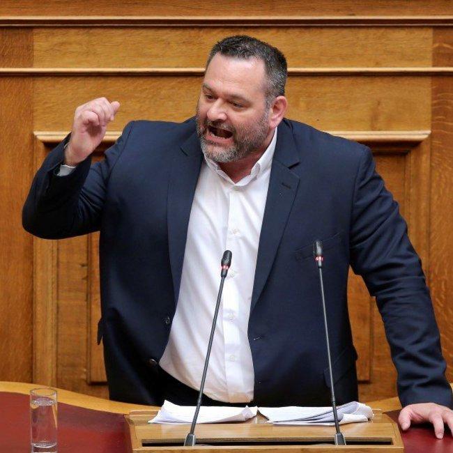 Επεισόδιο στη Βουλή από τον χρυσαυγίτη βουλευτή Λαγό: Δεν υπήρξε νεκρός στο Πολυτεχνείο
