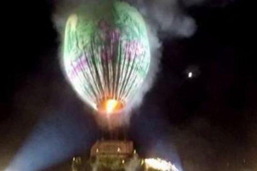 Πανικός σε φεστιβάλ: Αερόστατο γεμάτο πυροτεχνήματα έσκασε και έπεσε πάνω στον κόσμο