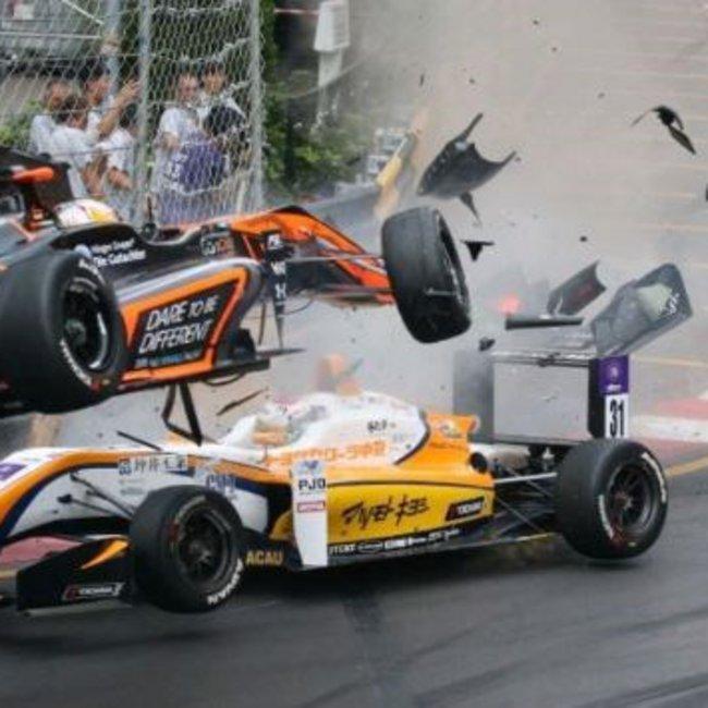 Νέες εικόνες από το φοβερό ατύχημα στην Φόρμουλα 3