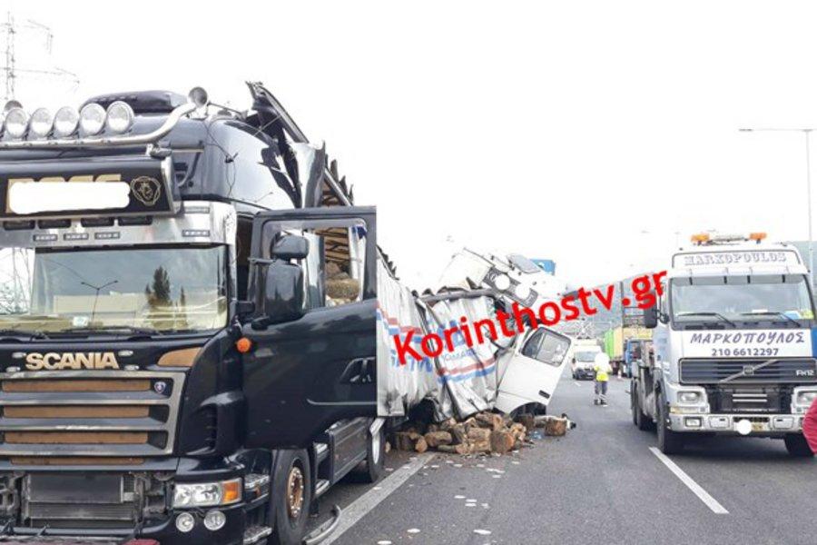 Σοβαρό τροχαίο στην Εθνική οδό Αθηνών - Κορίνθου: Συγκρούστηκαν δύο νταλίκες
