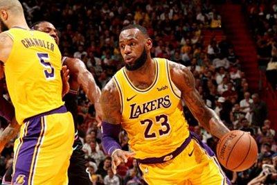NBA: «Διαστημικός» ΛεΜπρόν, εκτέλεσε με 50άρα τους Χιτ