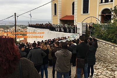 Θρήνος στην κηδεία του 15χρονου Νίκου στην Κυπαρισσία - Τραγική φιγούρα η μητέρα του