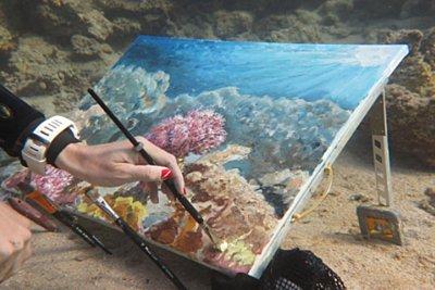 Όλγα Μπέλκα, η υποβρύχια ζωγράφος