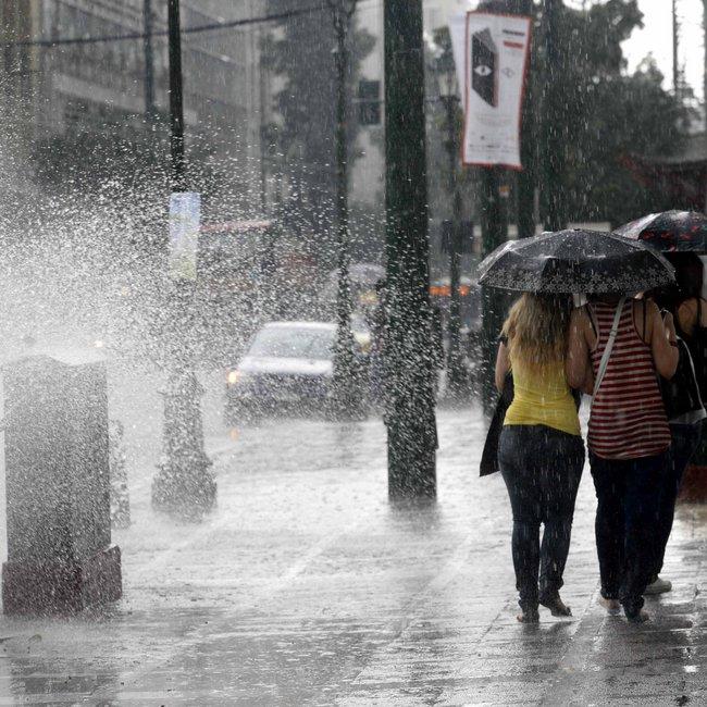 Ισχυρές καταιγίδες και χαλάζι στη Β. Ελλάδα - Βροχές και στην Αττική το Σάββατο