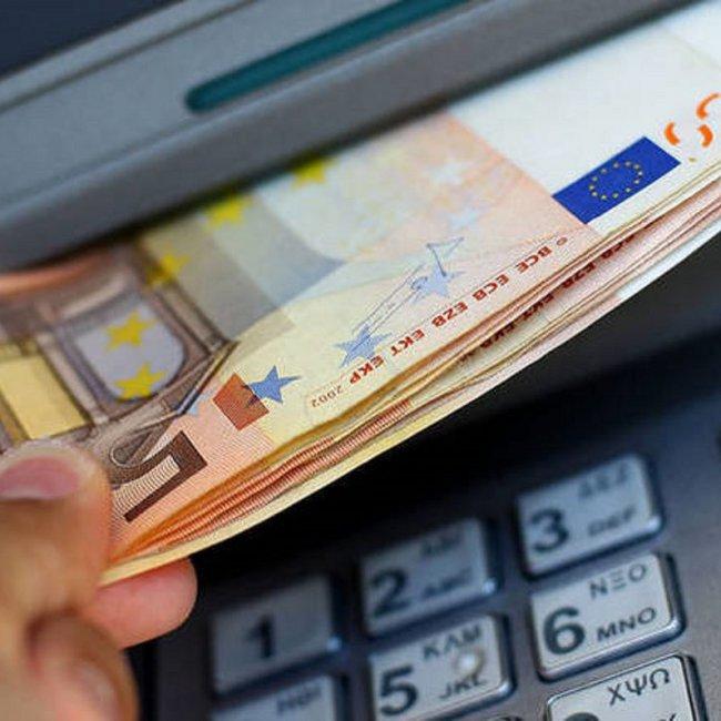 Μπαράζ πληρωμών σήμερα - Ποιοι θα λάβουν χρήματα