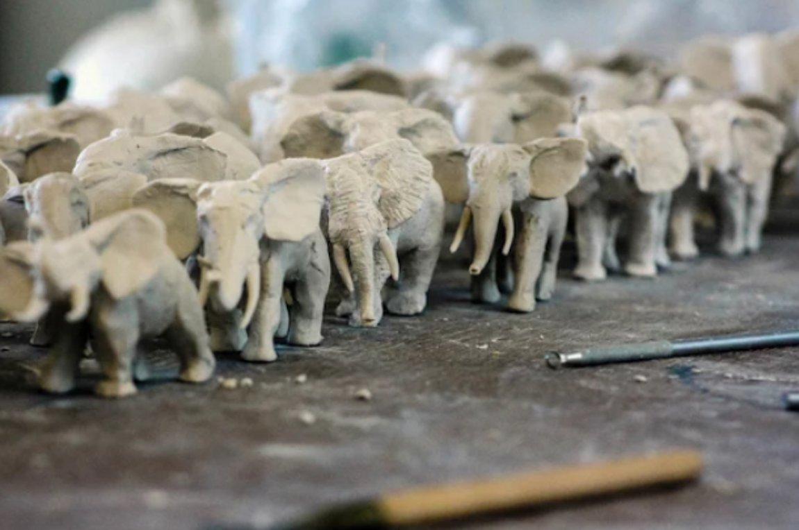 Εκατό πορσελάνινοι ελέφαντες για την Ημέρα Προστασίας της Άγριας Ζωής