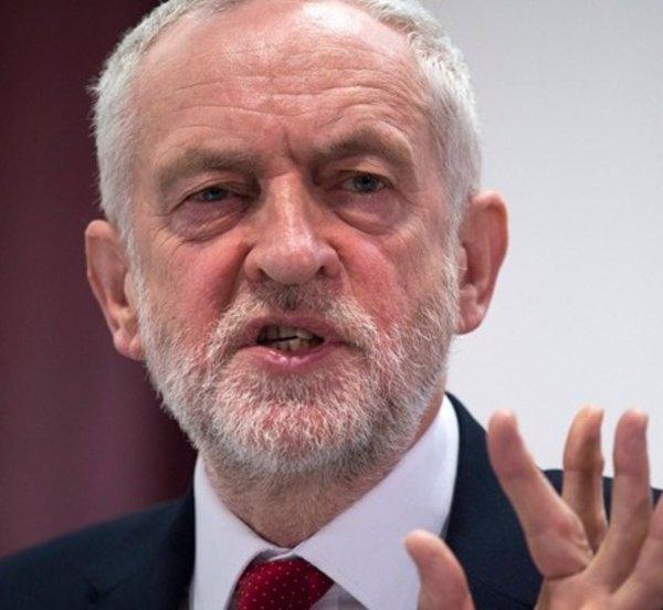 Κόρμπιν: Η επιλογή της «παραμονής» θα έπρεπε να υπάρχει σε δεύτερο δημοψήφισμα