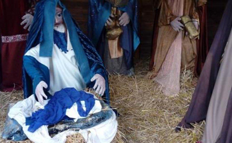 Έκλεψαν και φέτος το «θείο βρέφος» από τη φάτνη στη Λάρισα
