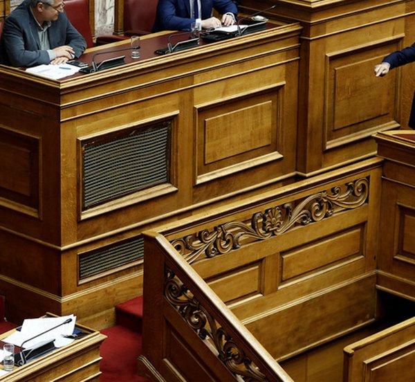 «Μετωπική» Τσίπρα-Μητσοτάκη για Συμφωνία Πρεσπών, οικονομία και τα… fake news