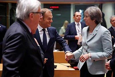 Τουσκ - Γιούνκερ υποδέχονται τη Μέι στις Βρυξέλλες για συνομιλίες, όχι όμως για επαναδιαπραγμάτευση