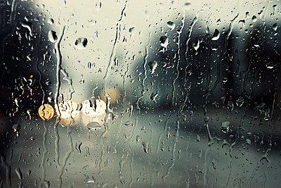 Σχετικά βελτιωμένος καιρός με πρόσκαιρες βροχές ή χιονόνερο