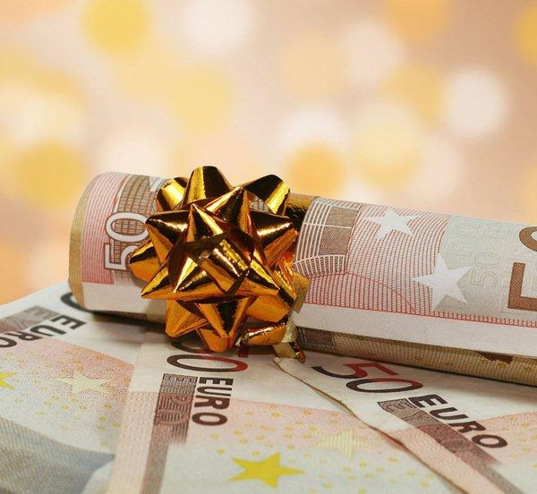 Πώς υπολογίζεται το δώρο Χριστουγέννων - Ποιοι εργαζόμενοι το δικαιούνται
