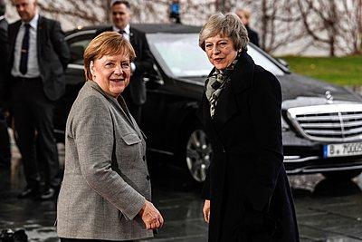«Nein» από τη Μέρκελ στη Mέι για επαναδιαπραγμάτευση του Brexit