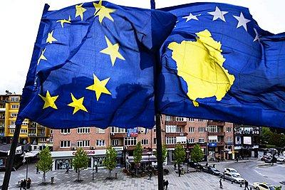 «Βαθύτατη λύπη» για τις μονομερείς αυξήσεις δασμών στις εισαγωγές από τη Σερβία εξέφρασε η ΕΕ προς το Κόσοβο