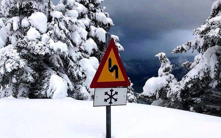 Ραγδαία επιδείνωση του καιρού: Μεγάλη πτώση της θερμοκρασίας με χιόνια και στην Αττική