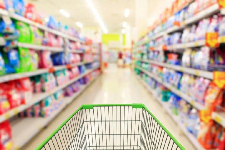 Γεμίζουν αποθήκες ενόψει Brexit τα σούπερ μάρκετ