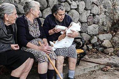 Σε κλίμα συγκίνησης το τελευταίο αντίο στη γιαγιά Μαρίτσα