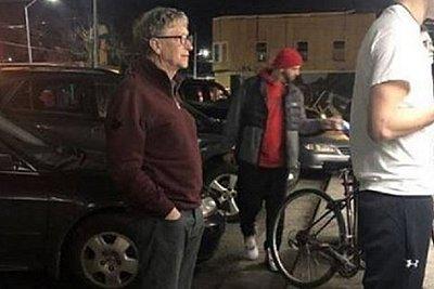 Όταν ο Μπιλ Γκέιτς περιμένει στην ουρά για ένα χάμπουργκερ