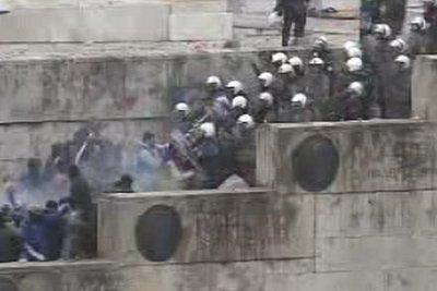 Ένωση Αστυνομικών για τα επεισόδια: Δεν είμαστε παρακρατικοί - Η ηγεσία μας δίνει τα χημικά