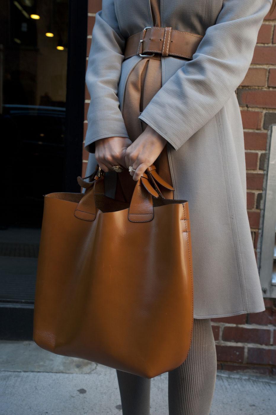 Δες πώς μπορείς να καθαρίσεις τη δερμάτινη τσάντα σου στο σπίτι ... 13dee72954c