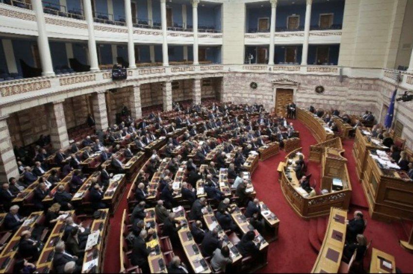 LIVE: Η συζήτηση και η ονομαστική ψηφοφορία για τη Συνταγματική Αναθεώρηση