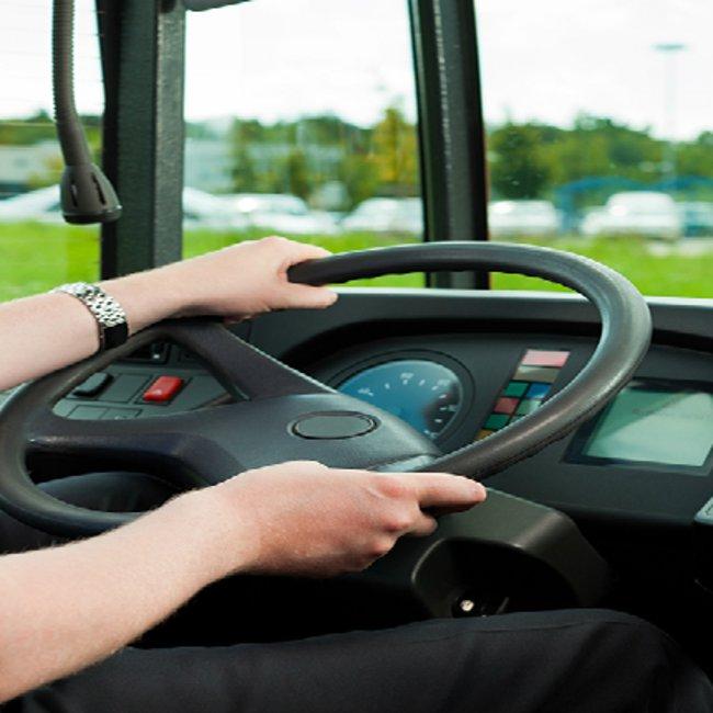 Λιποθύμησε στο τιμόνι οδηγός λεωφορείου - Η άμεση επέμβαση μαθητή που έσωσε ζωές