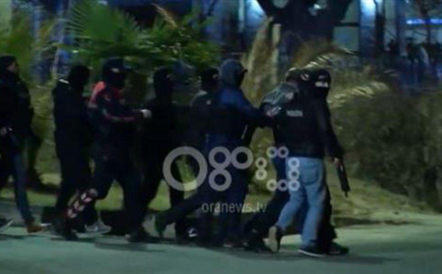 Έφοδοι σε σπίτια για τα βίαια επεισόδια στην Αλβανία - Συνέλαβαν και τον πρώην επικεφαλής της αστυνομίας