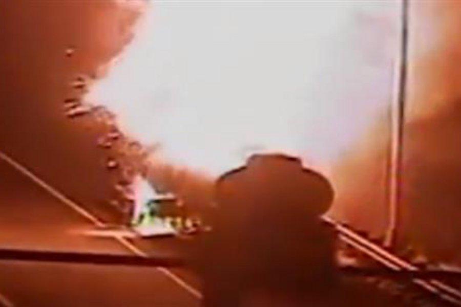 Τρόμος από την έκρηξη βυτιοφόρου στη μέση του δρόμου