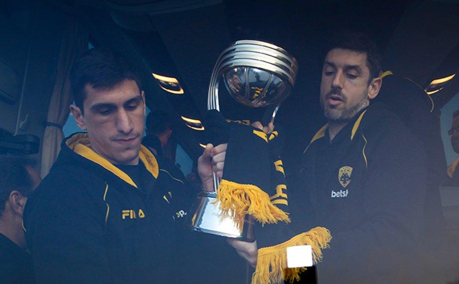 Επέστρεψε η «παγκόσμια» ΑΕΚ με το Διηπειρωτικό Κύπελλο στις αποσκευές της