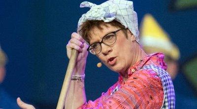 Ανεγκρέτ Κραμπ Κάρενμπαουερ: Η επικεφαλής του CDU ντύθηκε... καθαρίστρια