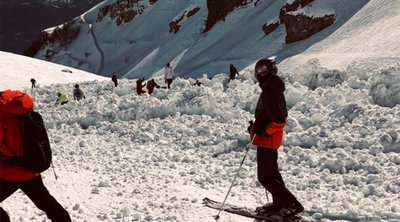 Χιονοστιβάδα καταπλάκωσε σκιέρ στις Άλπεις - Τεράστια επιχείρηση για τον εντοπισμό των αγνοουμένων