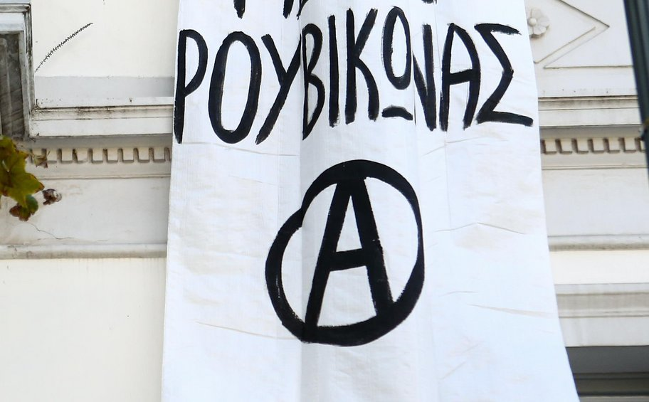 Ηγετικό μέλος «Ρουβίκωνα»: Ο μόνος τρόπος να μας σταματήσετε είναι μια σφαίρα στο κεφάλι