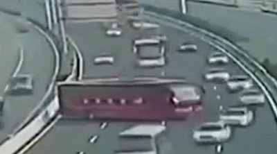 Απίστευτο: Οδηγός λεωφορείου έκανε αναστροφή και κινήθηκε αντίθετα σε αυτοκινητόδρομο
