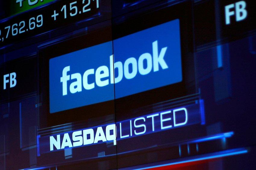«Πέφτει» η μετοχή του Facebook στη Γουόλ Στριτ μετά το... μπλακ άουτ