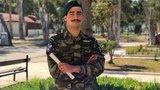 Η απάντηση του αλεξιπτωτιστή που τραγούδησε το «Μακεδονία ξακουστή» την ώρα που έπεφτε με το αλεξίπτωτο