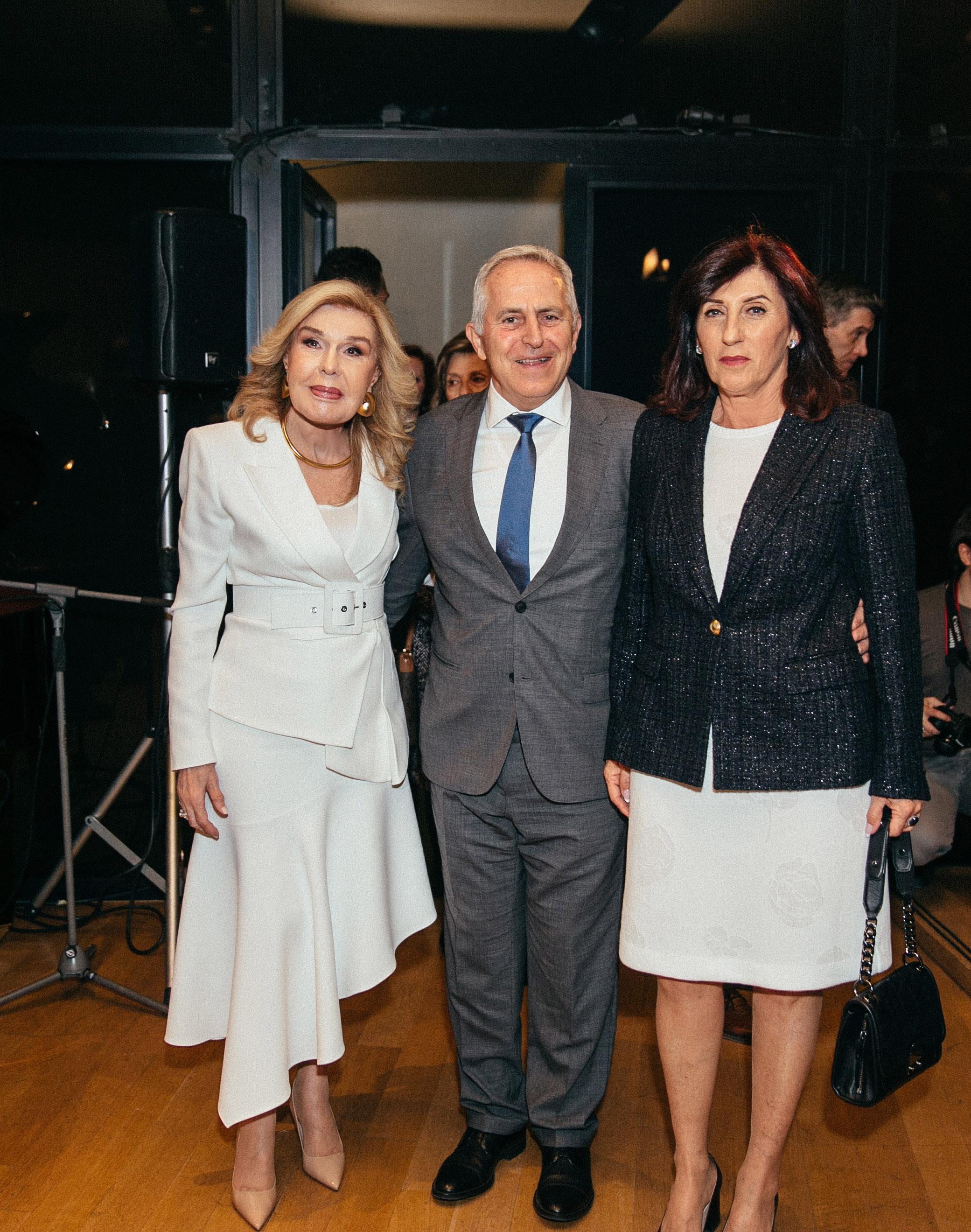 Η Μαριάννα Β. Βαρδινογιάννη υποδέχεται τον Υπουργό Εθνικής Άμυνας Ευάγγελο Αποστολάκη και την σύζυγό του Δέσποινα
