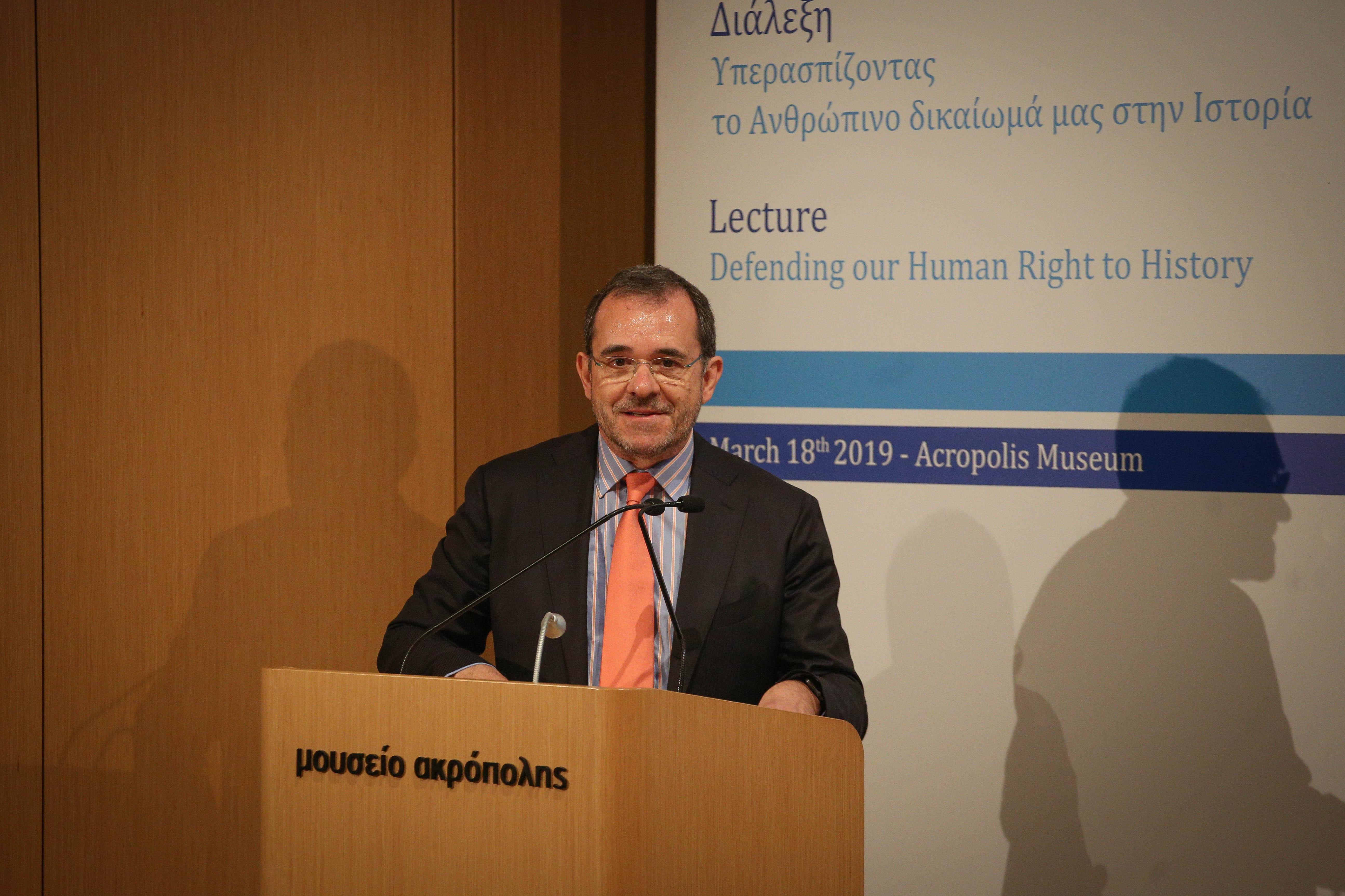 Ο Παύλος Τσίμας, συντονιστής της εκδήλωσης