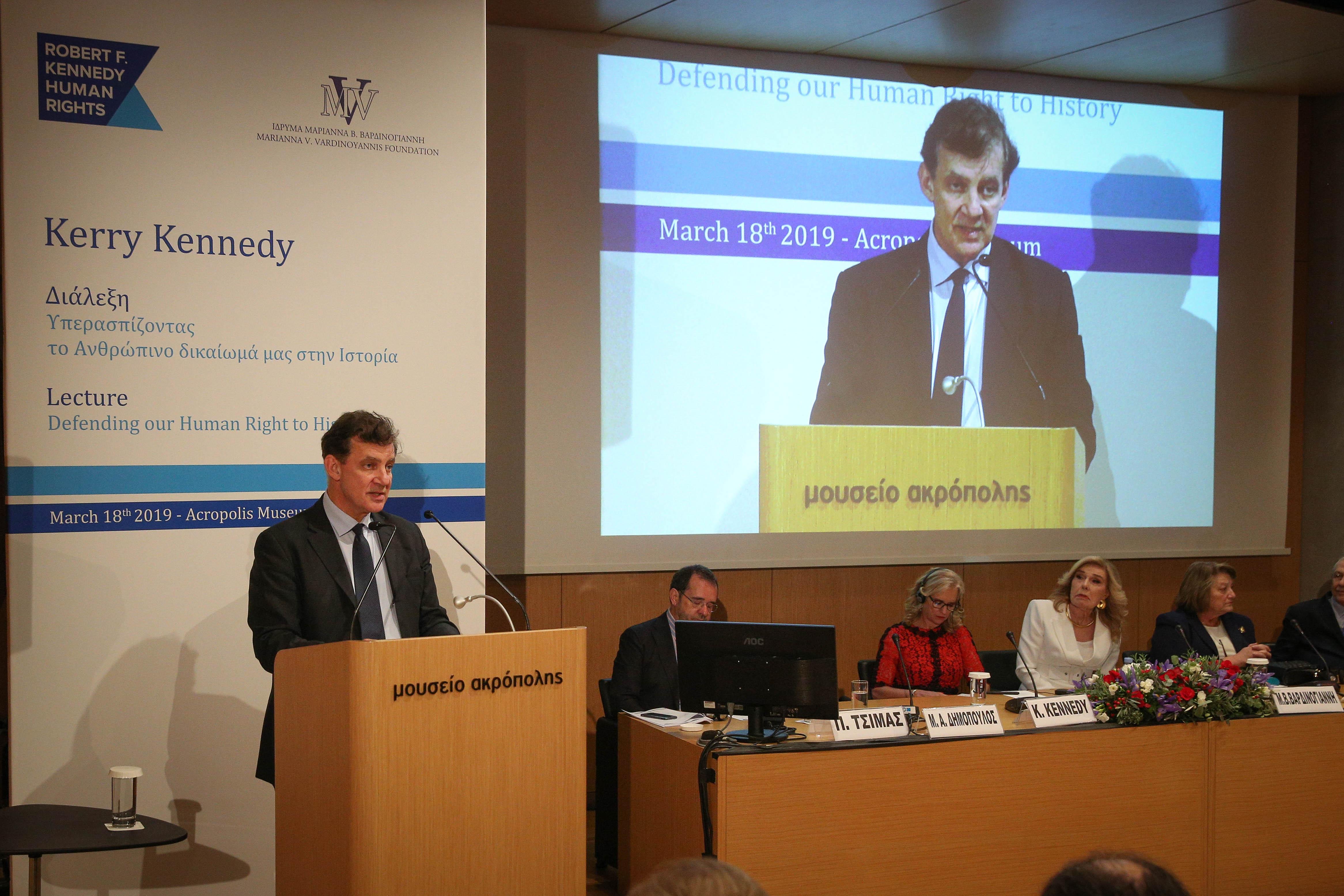 Ο Θάνος Δημόπουλος κατά την διάρκεια της ομιλίας του