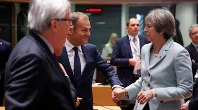 Αναβολή του Brexit ζητά η Μέι - Τουσκ: Προβληματική η πρόταση - Η προειδοποίηση Γιούνκερ
