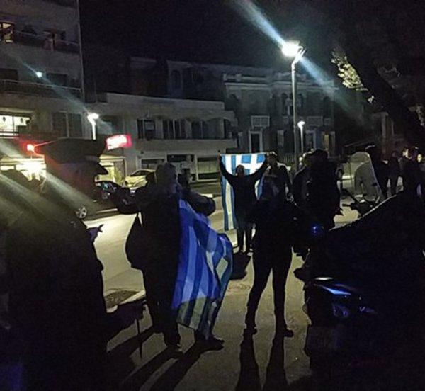 Νέες αποδοκιμασίες πολιτών κατά του Νίκου Παππά στη Βέροια, για τη Συμφωνία των Πρεσπών
