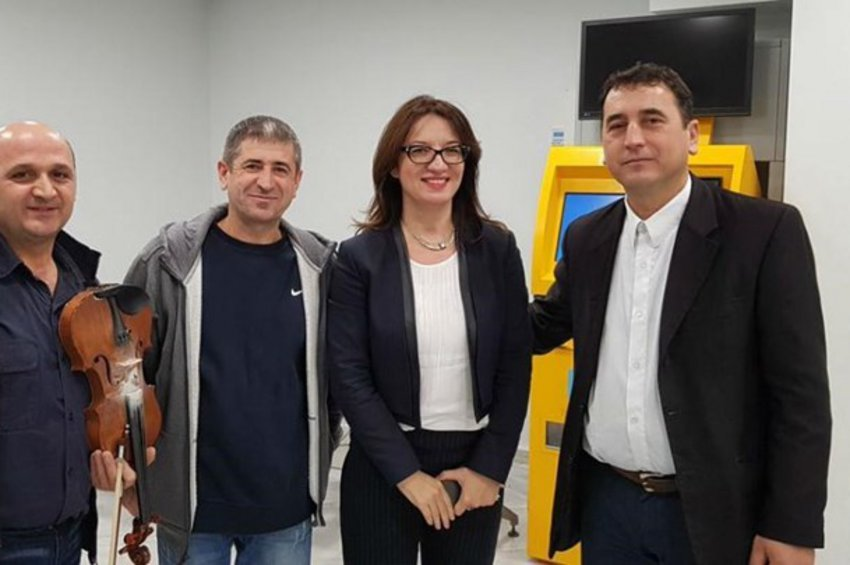 Καρατομήθηκε η πρέσβειρα της Αλβανίας στην Αθήνα μετά την κλοπή 100 διαβατηρίων στο Θησείο