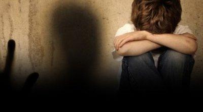 Στο Αυτόφωρο ο πατέρας του 8χρονου που ήταν κλειδωμένος στην τουαλέτα - Τι συμβαίνει με τη μητέρα