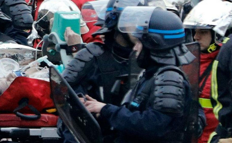 Αστυνομικός έπαθε έμφραγμα σε διαδήλωση των «κίτρινων γιλέκων»