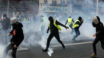 «Κίτρινα Γιλέκα»: Συγκρούσεις και δακρυγόνα στο Παρίσι