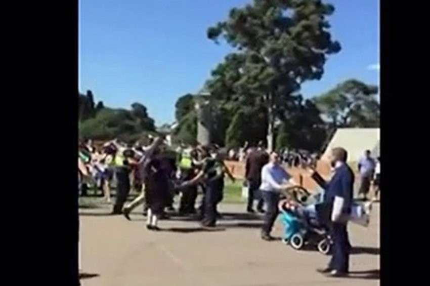 «Θερμή» υποδοχή του Βαρεμένου από ομογενείς στη Μελβούρνη - Tι δήλωσε ο αντιπρόεδρος της Βουλής
